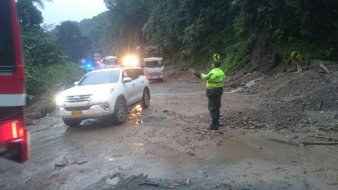 """Habilitan paso vial en sector """"el Cable"""" vía Pitalito-Mocoa"""