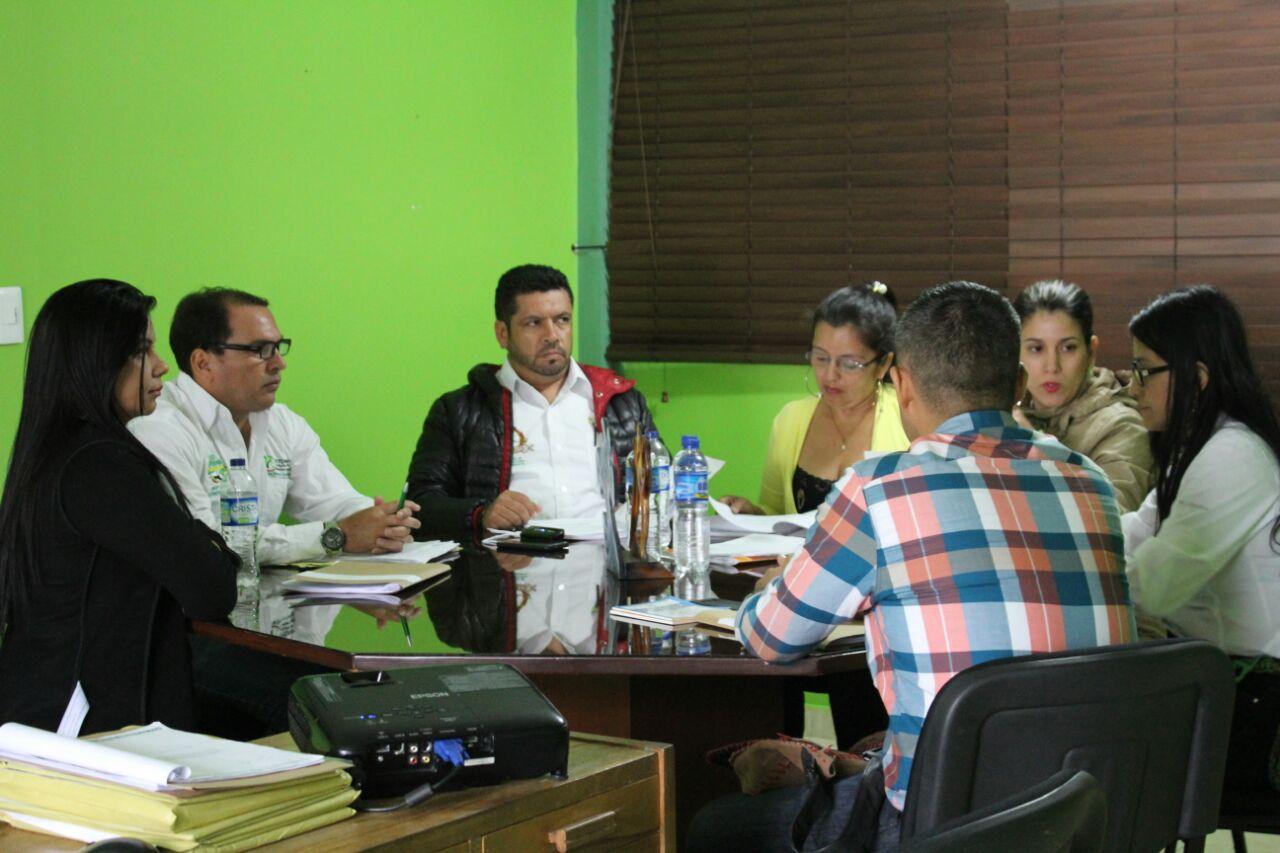 Gobernadora preside Junta para elegir gerente de EMEVASI