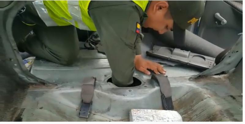 Incautados 25 kg de base de coca en un vehículo