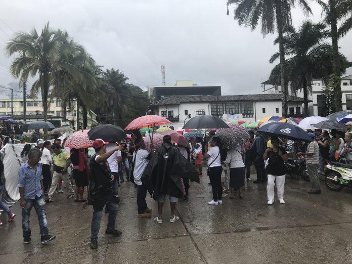 """Mocoanos protestaron por """"la reconstrucción"""""""