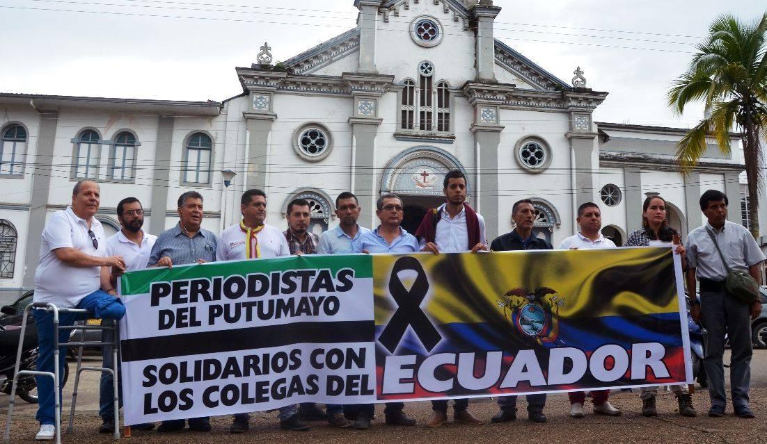 Con un plantón, los periodistas del Putumayo rechazan el asesinato de periodistas en Ecuador