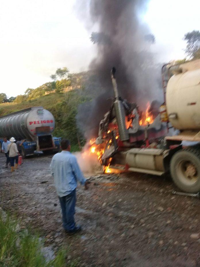 Disidencias de Farc, incineran carrotanque