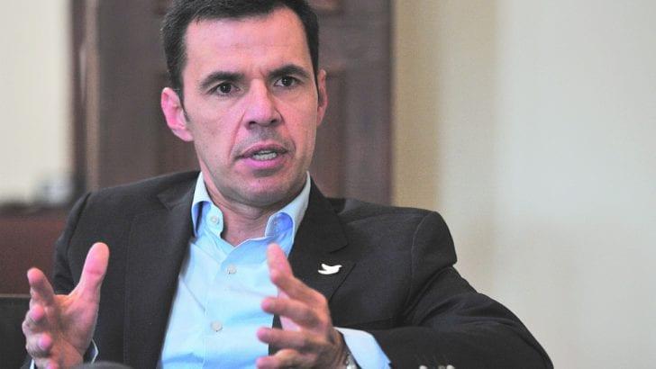 Ministro Guillermo Rivera mantendrá su investidura