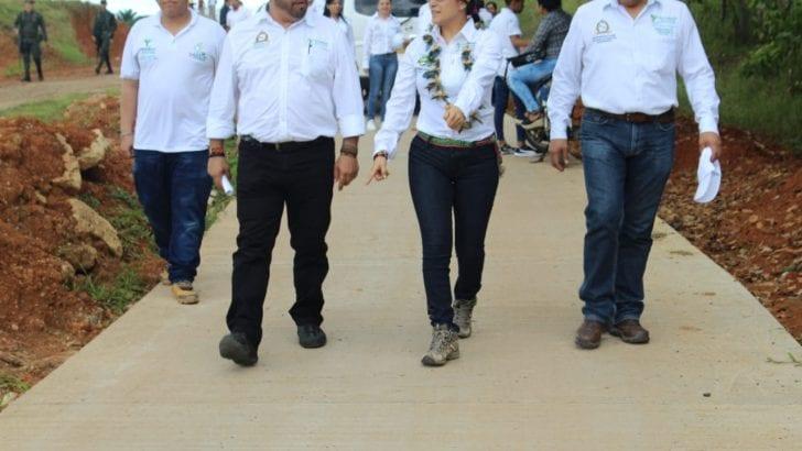 Gobernadora oficializa la entrega de obras viales en Puerto Leguízamo