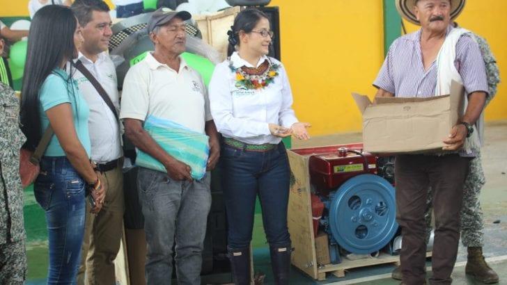 Gobernadora llega al 'Jardín Exótico del Universo' con entrega de insumos y equipos de Asambleas de Presupuesto Participativo