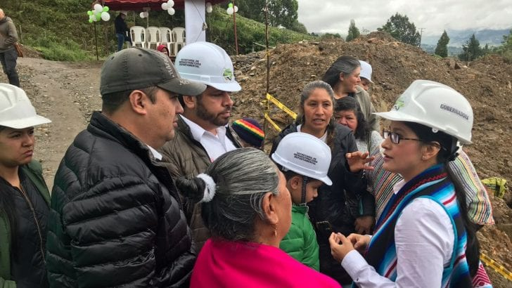 Gobernadora supervisa avance de obras viales en Sibundoy