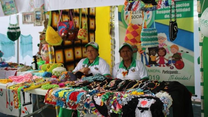 Desfile y muestra artesanal en Encuentro Departamental del Adulto Mayor
