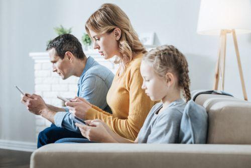 La ley, los padres y los peligros que corren nuestros hijos en las redes sociales