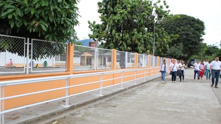 Inauguración cierre perimetral IE, Rafael Reyes, sede La Primavera, Puerto Guzmán