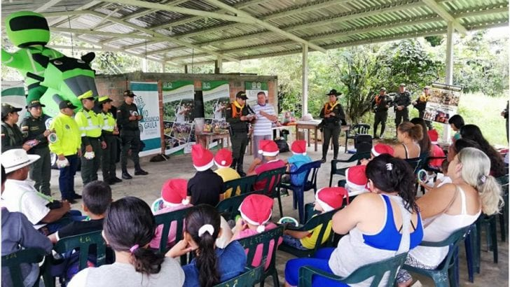 Policía de Carabineros realiza labor social y comunitaria en la Vereda La Pradera – Puerto Asís
