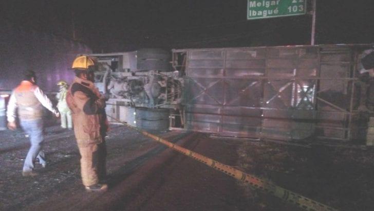 Accidente en vía Bogotá-Girardot deja un muerto y 20 heridos