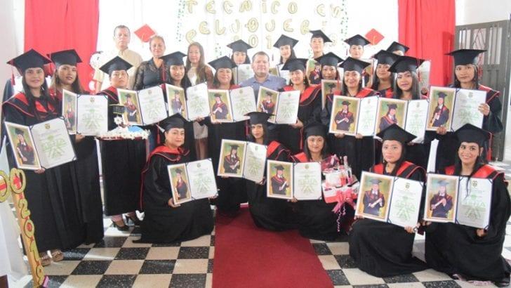 26 Mujeres de Villagarzón se formaron en el SENA Putumayo como Técnicas en Peluquería