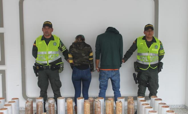 Policía captura en flagrancia a dos personas con 60  60 kilos de marihuana