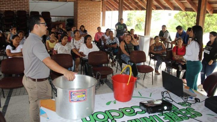 Capacitación y entrega de purificadores de agua a Manipuladoras de Alimentos