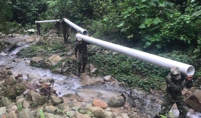 Solución provisional de fuente de captación de agua.