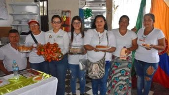Gobernadora entrega insumos y maquinaria a asociación de chontadureros de Villagarzón