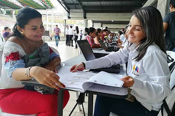 8 mil oportunidades de empleo para las mujeres colombianas
