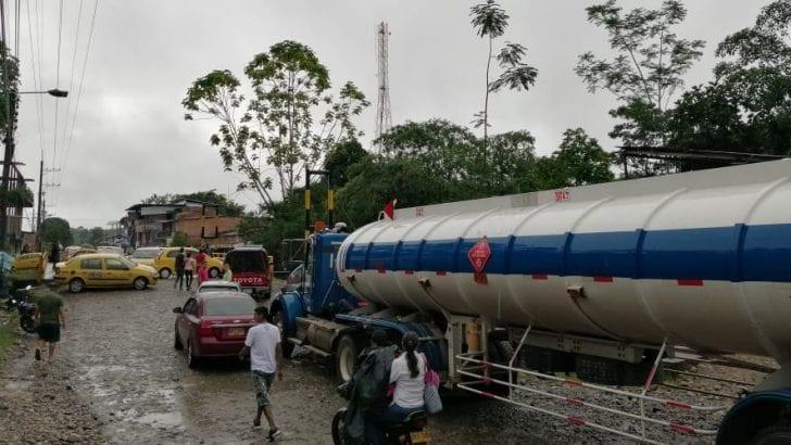 Taxistas de La Hormiga bloquean vía hacia el Puente Internacional en San Miguel