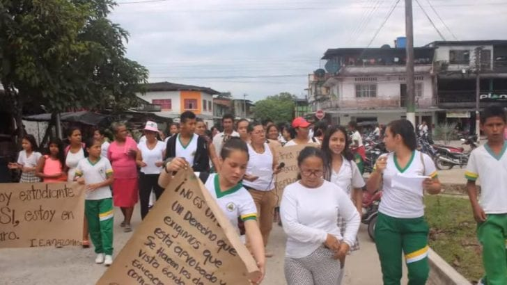 Estudiantes Protestan en Puerto Guzmán por el mal servicio del Operador del PAE en el Putumayo