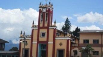 En medio de mujeres y niños. se registran agresiones verbales en Santiago.