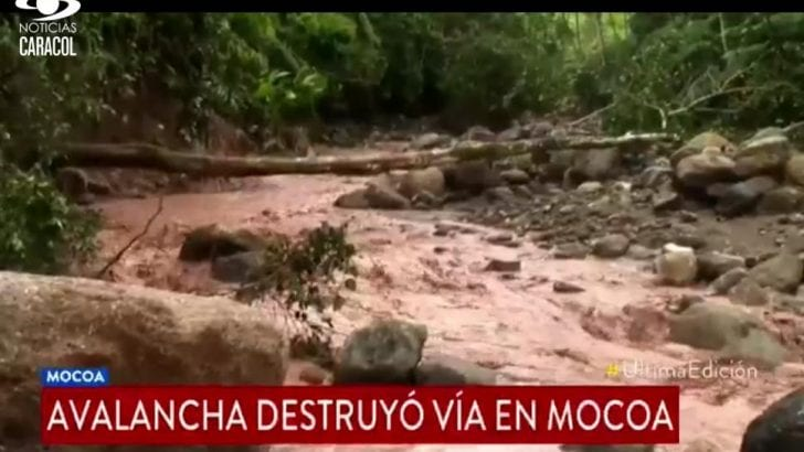 Familias incomunicadas y vehículos atrapados por derrumbes en veredas de Mocoa