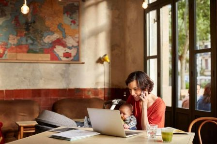 Título: Home office con bebé.jpg - Descripción: home office con bebé